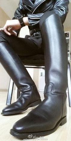 Leather Bootlicker in Nebraska: Photo Mens Tall Boots, Mens Riding Boots, Horse Riding Boots, Sexy Boots, Men's Boots, Biker Leather, Leather Men, Leather Boots, Big Black Boots