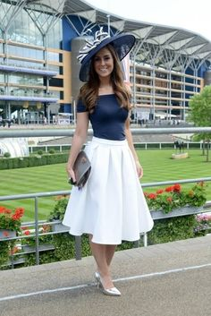 business mode damen There is no better day out that to go to see horse-racing at Ascot or similar. Check out top tips on how to dress for the races this summer Kentucky Derby Outfit, Derby Attire, Kentucky Derby Fashion, Ascot Outfits, Derby Outfits, Fashion Outfits, Fashion Scarves, Skirt Outfits, Fashion Tips
