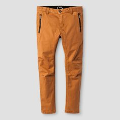 • Trendy chinos with elevated details<br>• Classic features like front button and belt loops<br>• Contrast zippered pockets are functional and stylish<br><br>The Boys' Chino Pants from Art Class are the perfect starting point for mixing and matching. These boys' pants are an upgraded wardrobe basic with elevated details like cool contrast zippers. Get playful with the young, bright and bold Art Class collection, co-designed by creativ...