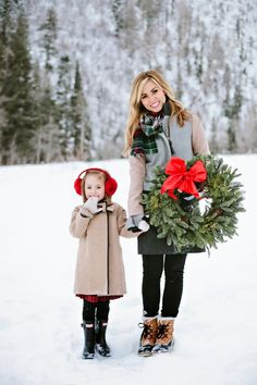 2015 Christmas family photo of mother holding daughter with pine wreath - outdoor family photoshoot Winter Family Photos, Family Christmas Pictures, Christmas Tree Farm, Holiday Pictures, Christmas Photo Cards, Christmas Photos, Family Holiday, Christmas Minis, Christmas Parties