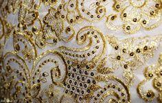 Detalle de manteletas artesanales de un traje de Fallera Mayor - Valencia | Flickr: Intercambio de fotos