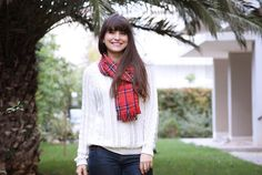 Turn an old plaid skirt or any other fabric into a fashionable and festive scarf! (instructions in Greek) Plaid Skirts, Refashion, Plaid Scarf, Jewelry Accessories, Sewing, Diys, Festive, Fabric, Greek