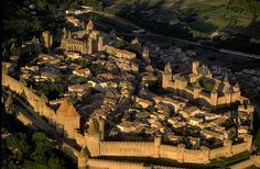 Carcassonne- un gioiello francese Siamo nel sud della Francia, nel contesto del dipartimento francese dell'A...