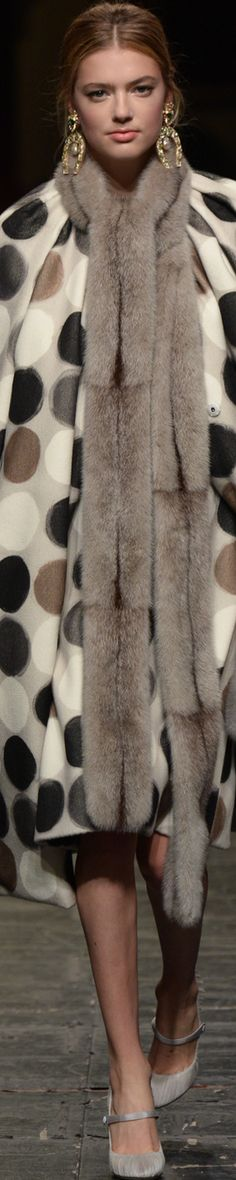 Rosamaria G Frangini | Adorables Dots | High Furs&Coats | Dolce & Gabbana Haute Couture SS 2O16