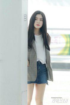 Kpop Fashion, Korean Fashion, Girl Fashion, Airport Fashion, Japan Fashion, Red Velvet Irene, Prom Looks, Velvet Fashion, Girls Fashion Clothes