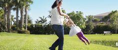 Baloiçar uma criança pelos braços pode causar deslocamento da cabeça entre outros perigos https://angorussia.com/lifestyle/saude/baloicar-crianca-pelos-bracos-pode-causar-deslocamento-da-cabeca-outros-perigos/
