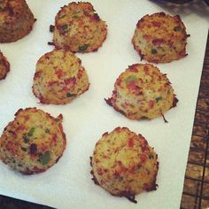 Just Jessie B: Cauliflower Biscuits with Bacon & Jalapeño {Paleo} - sub coconut flour for almond Paleo Recipes Easy, Low Carb Recipes, Real Food Recipes, Cooking Recipes, Flour Recipes, Stuffed Jalapenos With Bacon, Jalapeno Bacon, Paleo Bread, Paleo Food