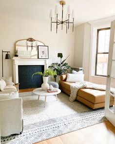 #LivingRoomTableSets Glam Living Room, Home And Living, Living Room Decor, Daybed In Living Room, Swedish Home Decor, Rangement Makeup, Living Room Inspiration, Living Room Designs, Family Room