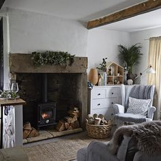 """""""Mi piace"""": 211, commenti: 5 - IKEA Ireland (@ikeaie) su Instagram: """"Interior designer Amanda renovated her tiny open-plan country cottage on a small budget, proving…"""""""
