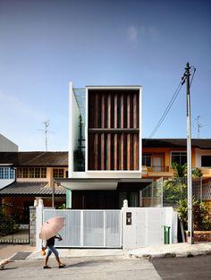 © Derek Swalwell Architects: HYLA Architects Location: Primrose Avenue, Singapore Principal Architect: Han Loke Kwang Assistant Architects: Quek Li-En,