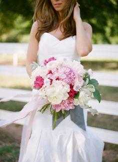 gorgeous pink peony bouquet | Leslie Hollingsworth #wedding