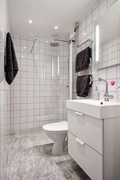 Em plena Estocolmo, este pequeno e charmoso apartamento nos mostra como os pequenos detalhes fazem toda a diferença no resultado final da decoração. As gra