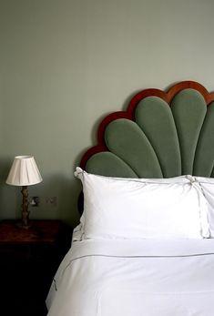 Artist Residence in London. Via Poppy Loves. Minimalist House Design, Minimalist Home, Minimalist Interior, Minimalist Bedroom, Artist Bedroom, Green Rooms, My New Room, Dream Bedroom, House Rooms