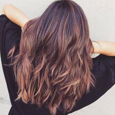 La couleur qui va faire rosir les brunettes | ghd & vous | https://www.ghdetvous.fr/conseils/couleur-va-faire-rosir-brunettes/