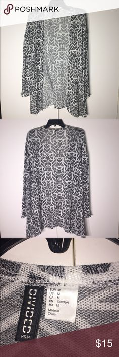 H&M Printed Thin Knit Cardigan H&M Open cardigan. Thin, lightweight knit with Gray and White pattern. Long fit, can be worn with leggings and a long tee! Work once, EUC! Measurements provided upon request. Offers Welcome! 🚫 Trades! H&M Tops
