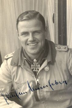 ✠ Joachim Müncheberg (31 December 1918 – 23 March 1943) RK 14.09.1940 Oberleutnant Adjutant III./JG 26 07.05.1941 [12. EL] Oberleutnant Staffelkapitän 7./JG 26 09.09.1942 [19. Sw] Hauptmann stellv. Kommodore JG 51 Medaglia d'Oro 07.05.1941, Oberleutnant, Staffelkapitän 7./JG 26