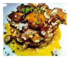 HUEVOS ROTOS CON HONGOS-  huevos de caserio con hongos y trufa. (es un plato de temporada y se vende fuera de carta) #huevos, #restaurante, #donostia, #sansebastian