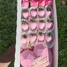 Chocolate Covered Treats, Chocolate Dipped Strawberries, Valentines Day Desserts, Valentine Treats, Chocolate Hearts, Chocolate Gifts, Strawberry Box, Strawberry Shortcake Cupcake, Flower Box Gift
