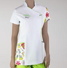 Delantal Healthcare Uniforms, Staff Uniforms, Medical Uniforms, Salon Uniform, Sewing Paterns, Clinic Logo, Scrubs Uniform, Lab Coats, Uniform Design