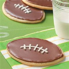Tailgating Desserts                     -                                                   From sports-themed cakes, cupcakes and cookies to potluck desserts you can serve in the parking lot, find our favorite tailgating desserts in this slideshow.