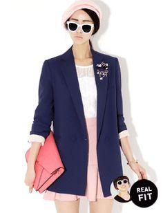 Today's Hot Pick :袖口裏地配色ロング丈テーラードジャケット【BLUEPOPS】 http://fashionstylep.com/SFSELFAA0006626/bluepopsjp/out シンプルなデザインのロング丈テーラードジャケットです。 襟元と袖口の裏地配色デザインがオシャレ♪ 袖口をロールアップして裏地をアクセントに☆ ワンピースやパンツと合わせたりとこなれたコーデに相性ピッタリ!! ベーシックなネイビーとベージュの2カラーをご用意しました。 フリーサイズです。 身長によって着丈感が異なりますので下記の詳細サイズを参考にしてください。 ◆2色: ネイビー/ベージュ