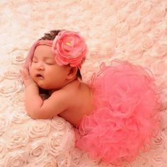 Beautiful coral baby girl tutu and headband photo prop set. Set includes flower headband and tutu. Baby Girl Skirts, Baby Girl Tutu, Baby Skirt, Baby Girl Crochet, Newborn Crochet, Baby Girl Newborn, Baby Girls, Infant Girls, Baby Dress
