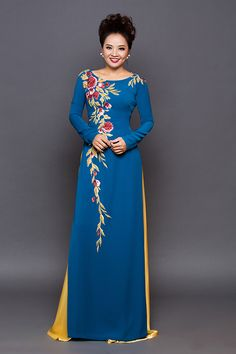 Embroidery Suits, Embroidery Fashion, Vietnamese Traditional Dress, Traditional Dresses, Ao Dai, Indian Designer Outfits, Designer Dresses, Batik Dress, Mode Hijab