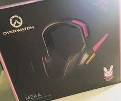 It's finally here!! I bought myself the razer d.va headset for $80 from christmas money for myself. I, am a d.va main on overwatch so this was so exciting :o my life is complete!!