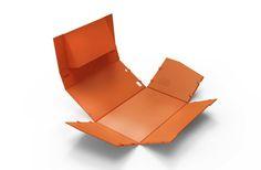 折り畳むだけで組み立てられるプリンター3種類をサムスンがデザイン。製造が簡単で低コスト、リサイクルもしやすく、国際デザイン賞も受賞した。
