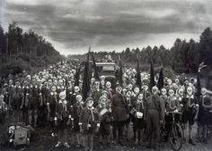 Izu Islands crowd wearing gas masks