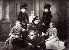 Victoria with Helena and Beatrice and kids