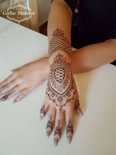 #jagua #natural #bluish #black #schwarz #jaguatattoo #Natur #Henna #paste #naturalhenna #mehndi #bodypainting #style #hennatattoo #tattoo #artist #germany #malerei #cabomalerei #hennaberlin #berlin #neukölln #hand #hands #hände #arm #finger