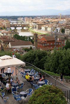 Florenz, Piazzale Michelangelo, Café und Aussicht auf die Arno-Brücken (view of the Arno bridges) | por HEN-Magonza