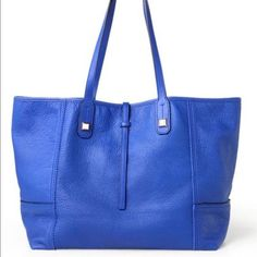 Stella & Dot cobalt blue handbag with tech wallet Stella & Dot cobalt blue handbag with tech wallet. Used 2 or 3 times but taken meticulous care of. A few spots inside bag in the suede lining but no exterior flaws at all. Stella & Dot Bags Shoulder Bags