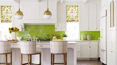 8 cocinas con azulejos verdes esmaltados · 8 green tiled kitchen backsplahs