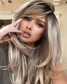 Gorgeous hair color trends 2020 - New Ideas Frontal Hairstyles, Wig Hairstyles, Hairstyles For Long Faces, Medium Length Curled Hairstyles, Long Straight Hairstyles, Long Hairstyles With Layers, Long Blonde Hairstyles, Drawing Hairstyles, Long Layered Haircuts