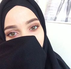 Jilbab Smile: Love it Glamorous Hijab Niqab, Muslim Hijab, Ootd Hijab, Hijab Chic, Hijab Outfit, Arab Girls Hijab, Muslim Girls, Muslim Family, Beautiful Muslim Women