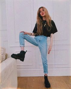"15.4 mil curtidas, 124 comentários - Olivia. (@oliviabynature) no Instagram: ""Lil me and some big boots. Feeling on top of the world! Stomping around London in my new…"""
