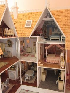 What an adorable little house! :) La Grande Maison-The Greenleaf Garfield Dollhouse: A Place To Call Home Dollhouse Kits, Dollhouse Dolls, Dollhouse Miniatures, Victorian Dolls, Victorian Dollhouse, Miniature Rooms, Miniature Houses, Fairy Houses, Play Houses