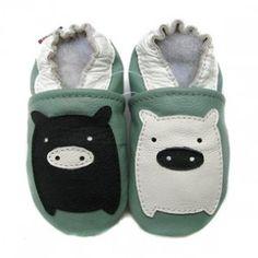 Carozoo chaussons cuir Chaussons cuir souple cochon noir & blanc fond vert Carozoo-20