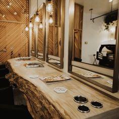 Schönheitssalon Design, Design Salon, Salon Interior Design, Home Hair Salons, Hair Salon Interior, Home Salon, Rustic Salon Decor, Hair Salon Stations, Barber Shop Decor
