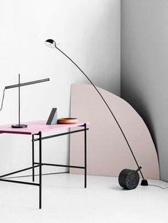 The modern floor lamps to get inspired by are here. The astounding lighting designs that are capable of giving life to any home interior decor, try them in your living room layout! Diy Floor Lamp, Modern Floor Lamps, Home Office Bedroom, Bedroom Desk, Bedroom Modern, Modern Interior, Interior Design, Dining Room Lighting, Trendy Home
