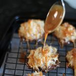 salted caramel coconut macaroons -  http://www.somethingswanky.com/salted-caramel-desserts/