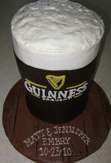 Guinness Beer Mug Cake.for hubby's birthday! Flan, Birthday Cakes For Men, Birthday Bash, Happy Birthday, Beer Mug Cake, Guinness Cake, Gravity Cake, Fathers Day Cake, Beautiful Cupcakes