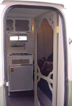 Cool Screen Door on Nathalie's Boler:  The Evergreen [http://www.bolerama.org/vegetarium.html]