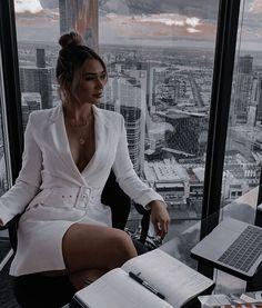 Queen Aesthetic, Aesthetic Women, Classy Aesthetic, Luxury Lifestyle Women, Rich Lifestyle, Boss Lady, Girl Boss, Foto Glamour, Women Lawyer