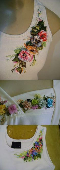 El bordado por las cintas sobre las camisetas y las blusas. Silk Ribbon Embroidery, Embroidery Stitches, Embroidery Patterns, Hand Embroidery, Ribbon Art, Ribbon Crafts, Shirt Designs, Embroidery Techniques, Fabric Flowers