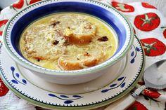 Sopa de pan, ajo y huevo