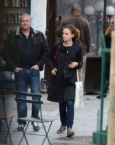 "Natalie Portman – Leaving the ""Shakespeare & Company"" Bookstore in Paris 02.11.14"