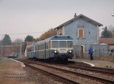 Les X 2869 et X 2802 en U.M. quittent la gare de Saône, située sur la ligne entre Besançon-Viotte et Le Locle (Suisse). Février 2004 Photo Stéphane SIBOTTous droits réservés